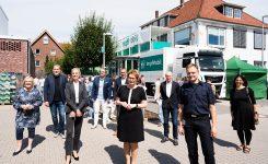 Gesundheitsministerin Behrens besucht ImpfMobil der IHJO