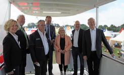 ImpfMobil auf der Messe LandTageNord – Besuch von Friedrich Merz